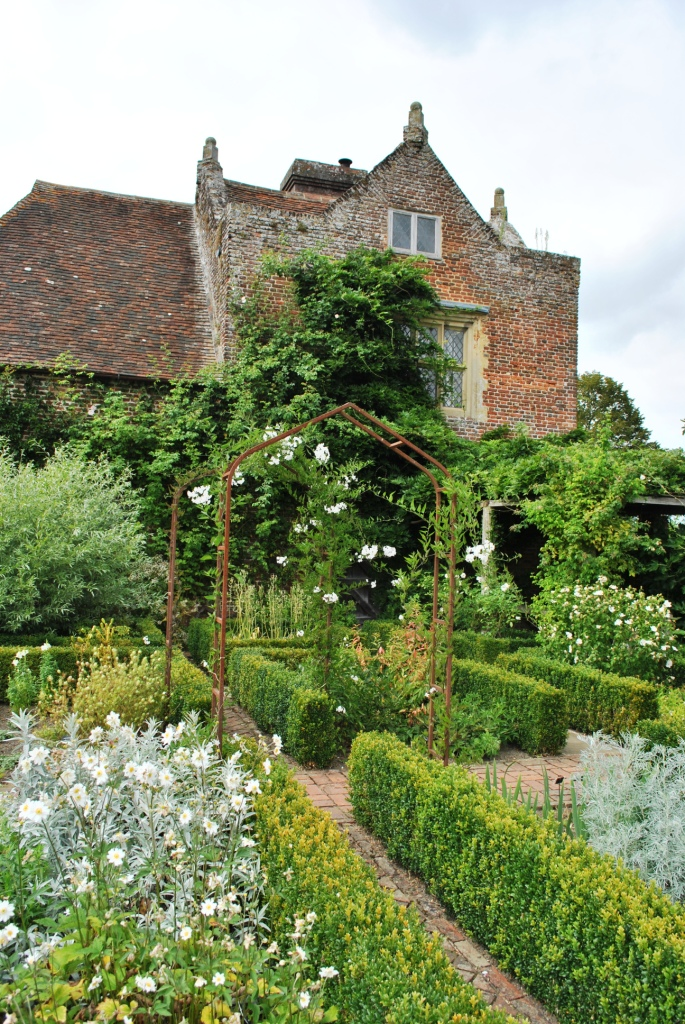 Gardens at Sissinghurst Castle. Via Wikimedia Commons.